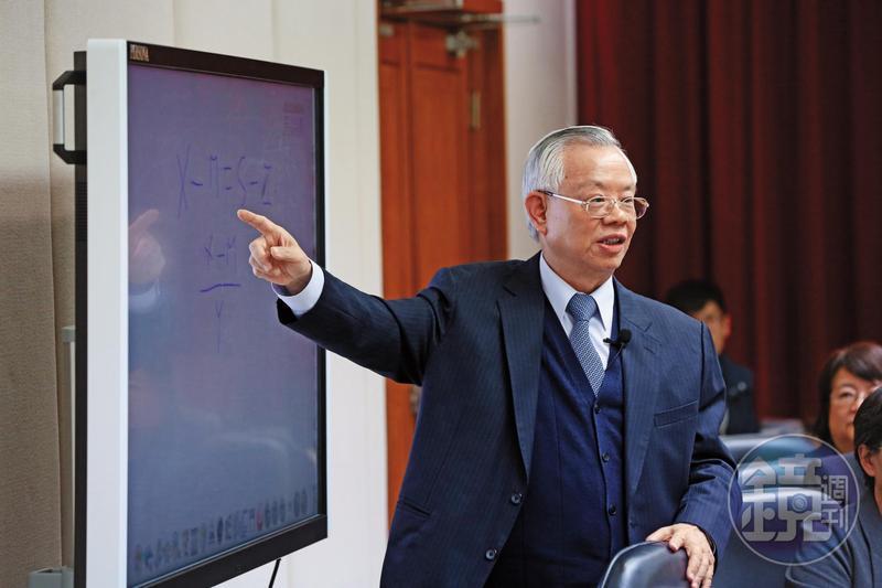 彭淮南與蔡總統有20年共事經驗,卸任央行總裁,仍受小英委以重任整合經濟研究單位。