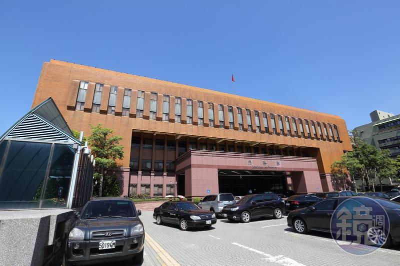 由基層檢察官組成的劍青檢改反對法官評鑑委員會改由少數特定團體人士綁定。