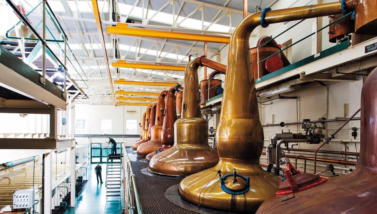格蘭冠酒廠的蒸餾器有個獨特之處,當年格蘭冠少校設計蒸餾之後,林恩臂後面還接了純化器(Purifier),讓原酒酒質更加純淨輕盈。