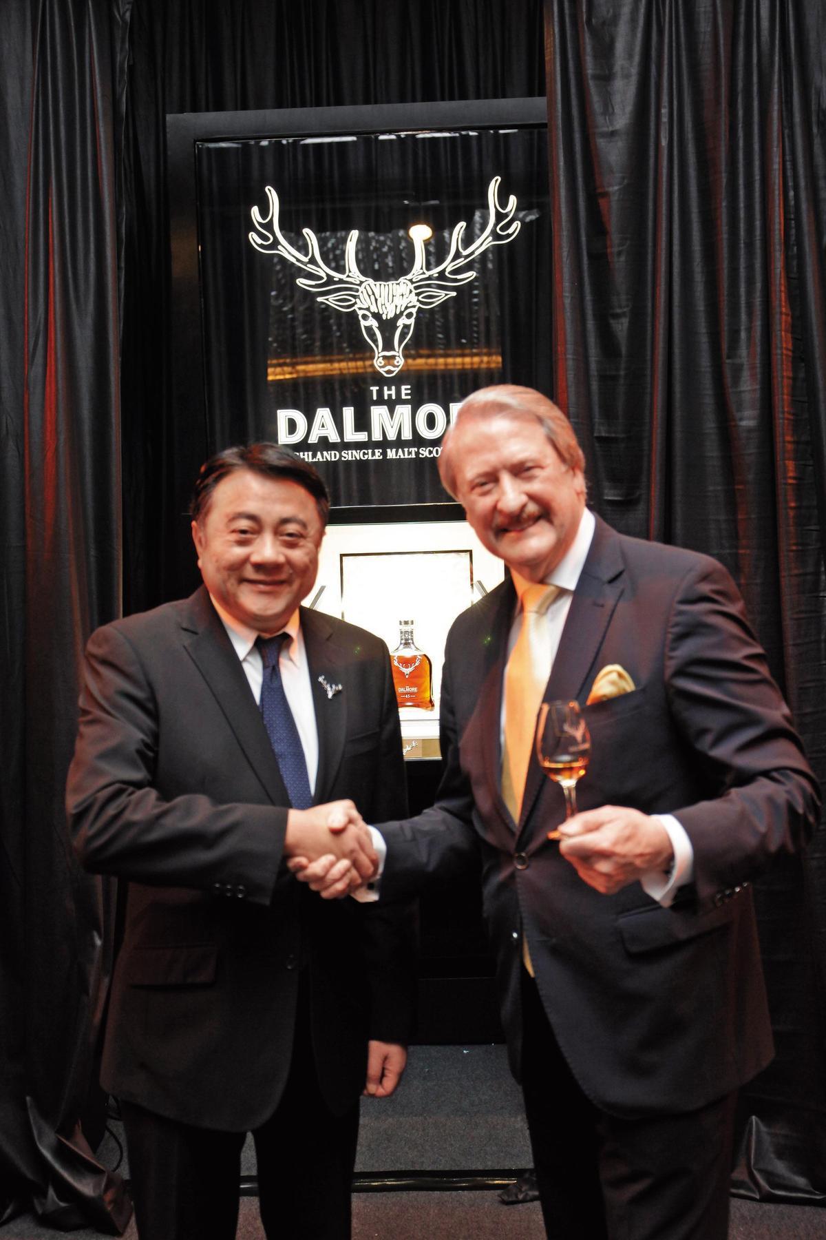 2017年台灣躍居為大摩全球銷售第一的市場,尚格酒業董事長奚大寧(左)的貢獻不在話下。