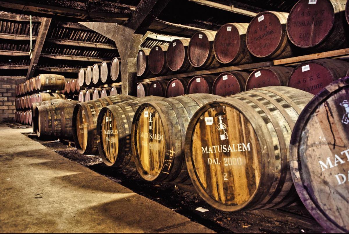 素有「老酒銀行」美譽的大摩酒廠酒窖,裡頭有許多西班牙GB集團的上好雪莉桶,提供理查派特森豐富的創作資源。
