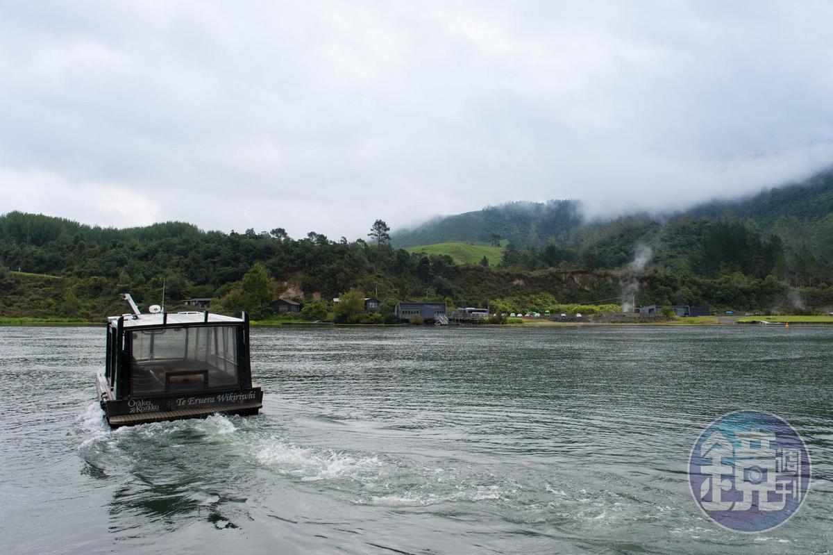 前往地熱谷,須從河岸碼頭搭船前往。