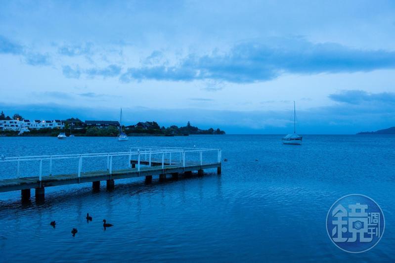 紐西蘭的「陶波湖」是火山口,面積約莫是新加坡大小。