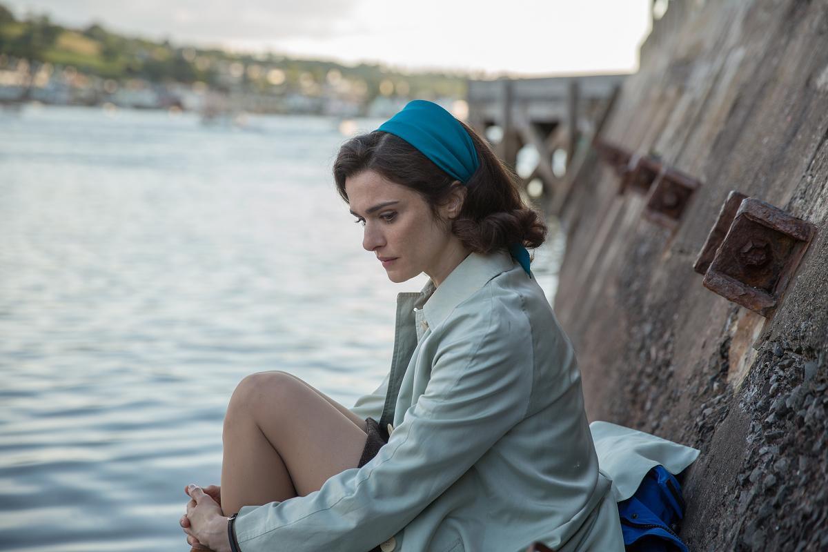 《獨帆之聲》改編真人真事,在事件發生近50年後,電影還原了當時的社會氣氛,描寫出所謂「媒體造神」的失落。(采昌國際提供)