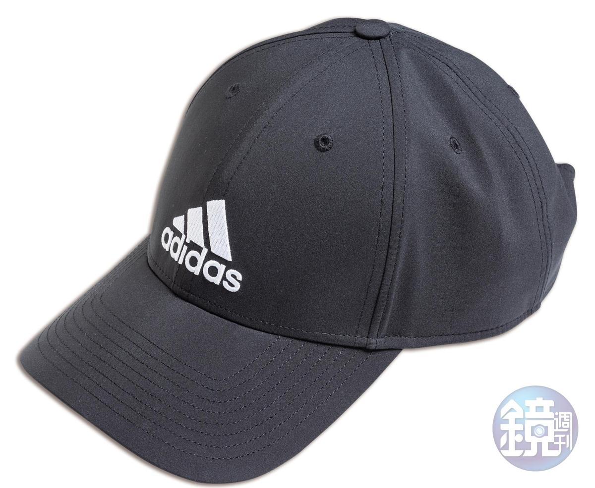 adidas棒球帽,NT$500。