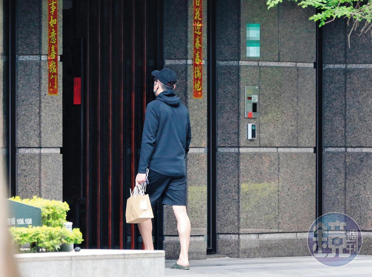 4/19  12:39 隔天孫瑋廷又出門採買午餐然後返家。