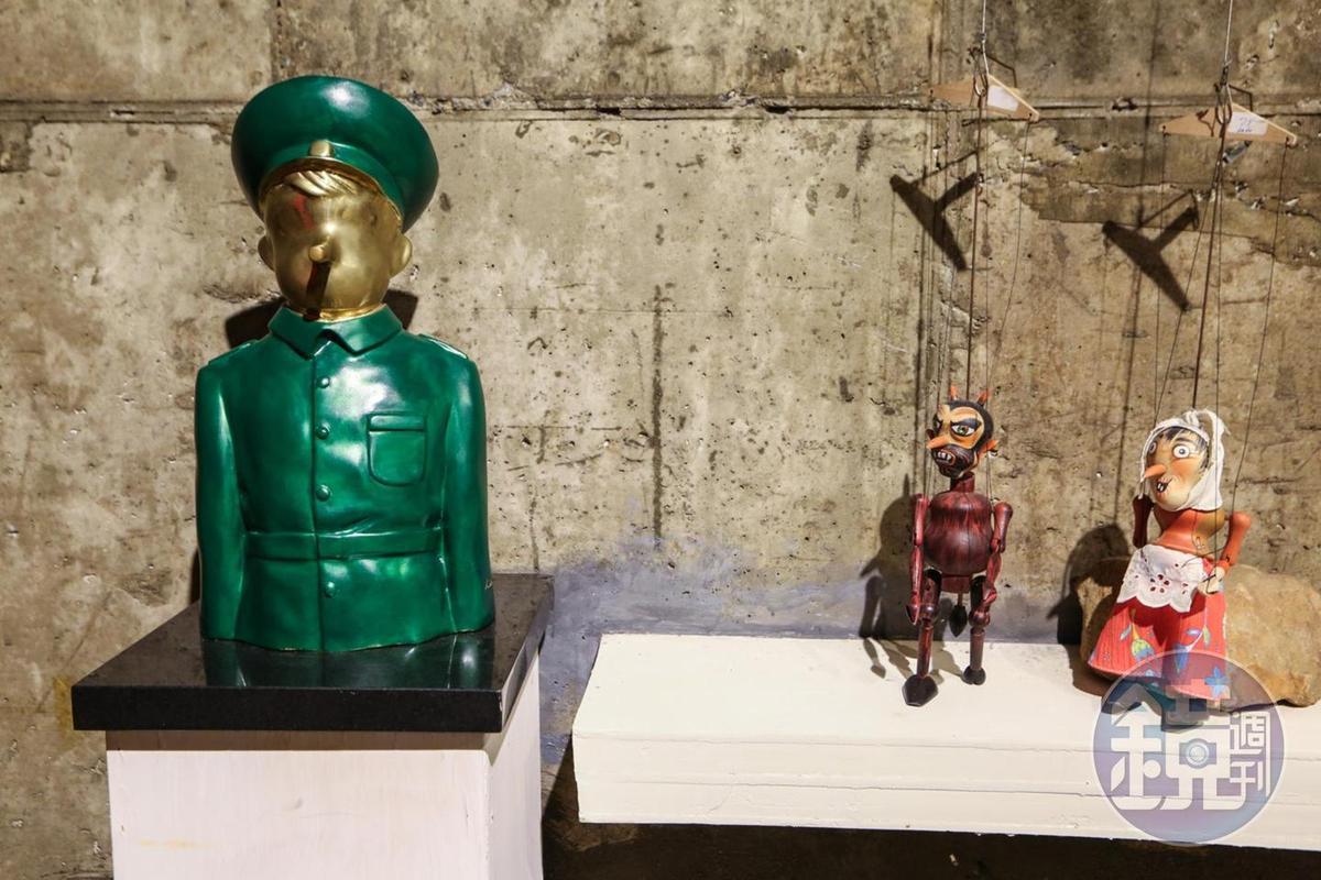 這個皮諾丘是藝術家諷刺政治人物總是食言而肥,鼻子越來越長。