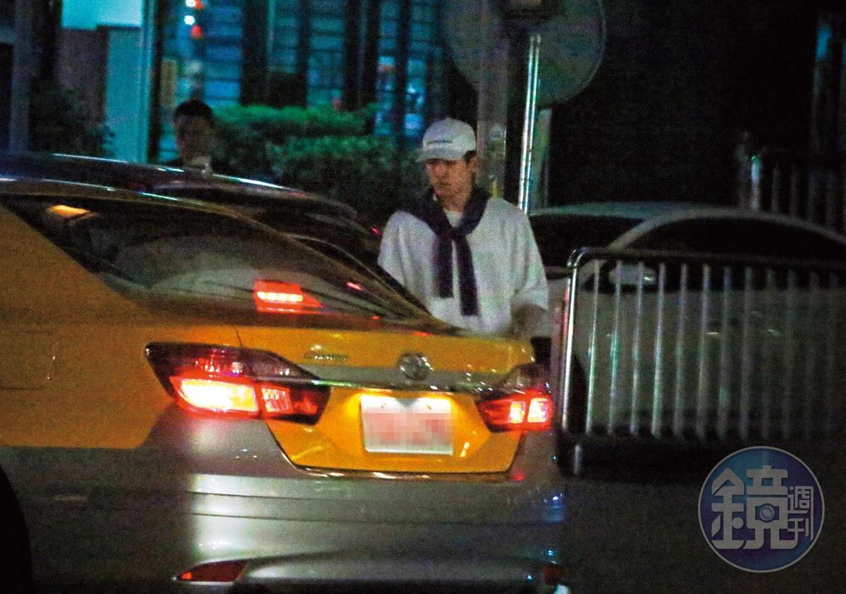 4月19日 19:12 以綸等瑤瑤下電台通告,兩人一起從台北市杭州南路搭上小黃。