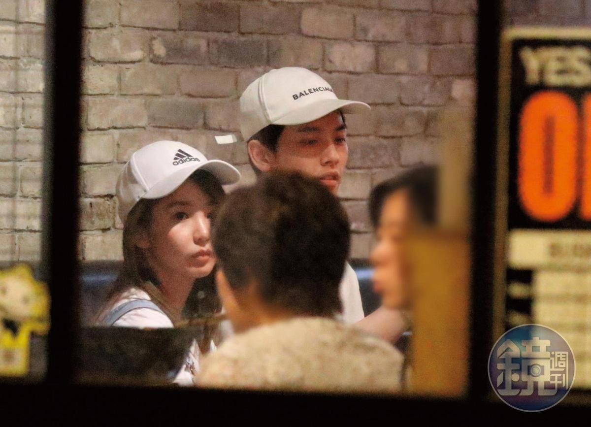 19:30 瑤瑤和以綸前往東區某餐廳共進晚餐。