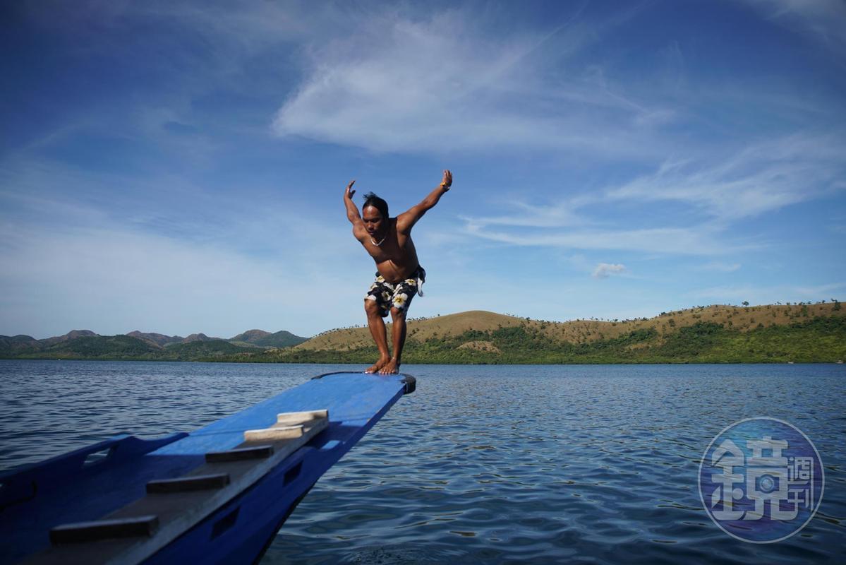 不少旅客也很喜歡在船前甲板跳水,不過得注意自身安全,以免發身危險。