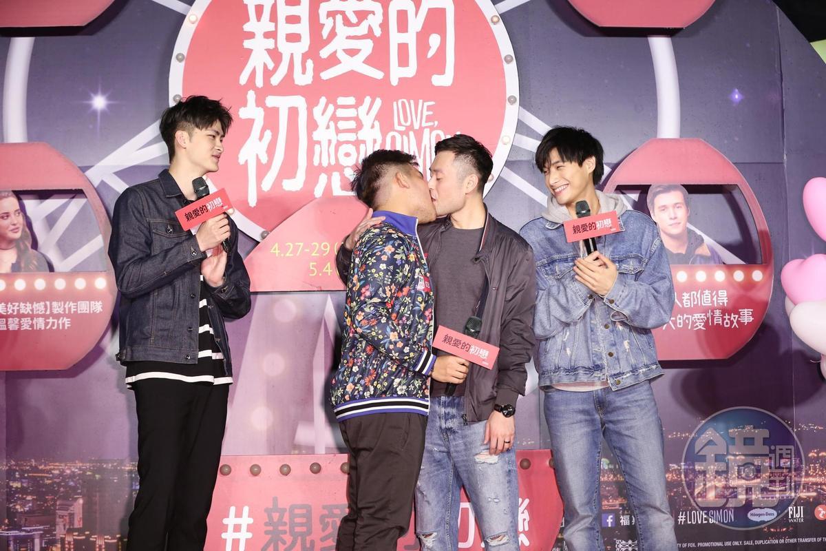 其中一組同志粉絲在台上大方獻吻,獲得滿滿的喝采及祝福。