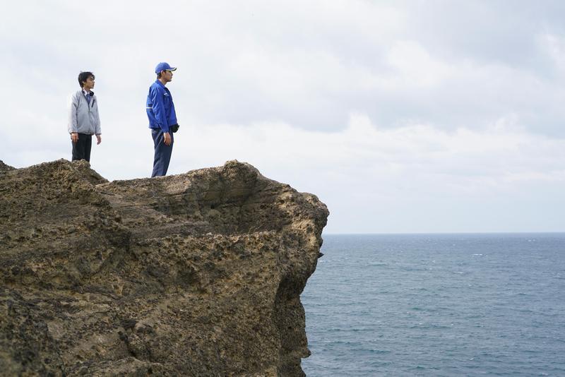 錦戶亮(左)、松田龍平主演的《羊之木》在風景優美的日本富山縣魚津市取景。(天馬行空提供)