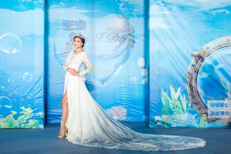 陳思璇擔任「澎湖Yes,I Do」婚紗秀主秀。(澎湖縣政府旅遊處)