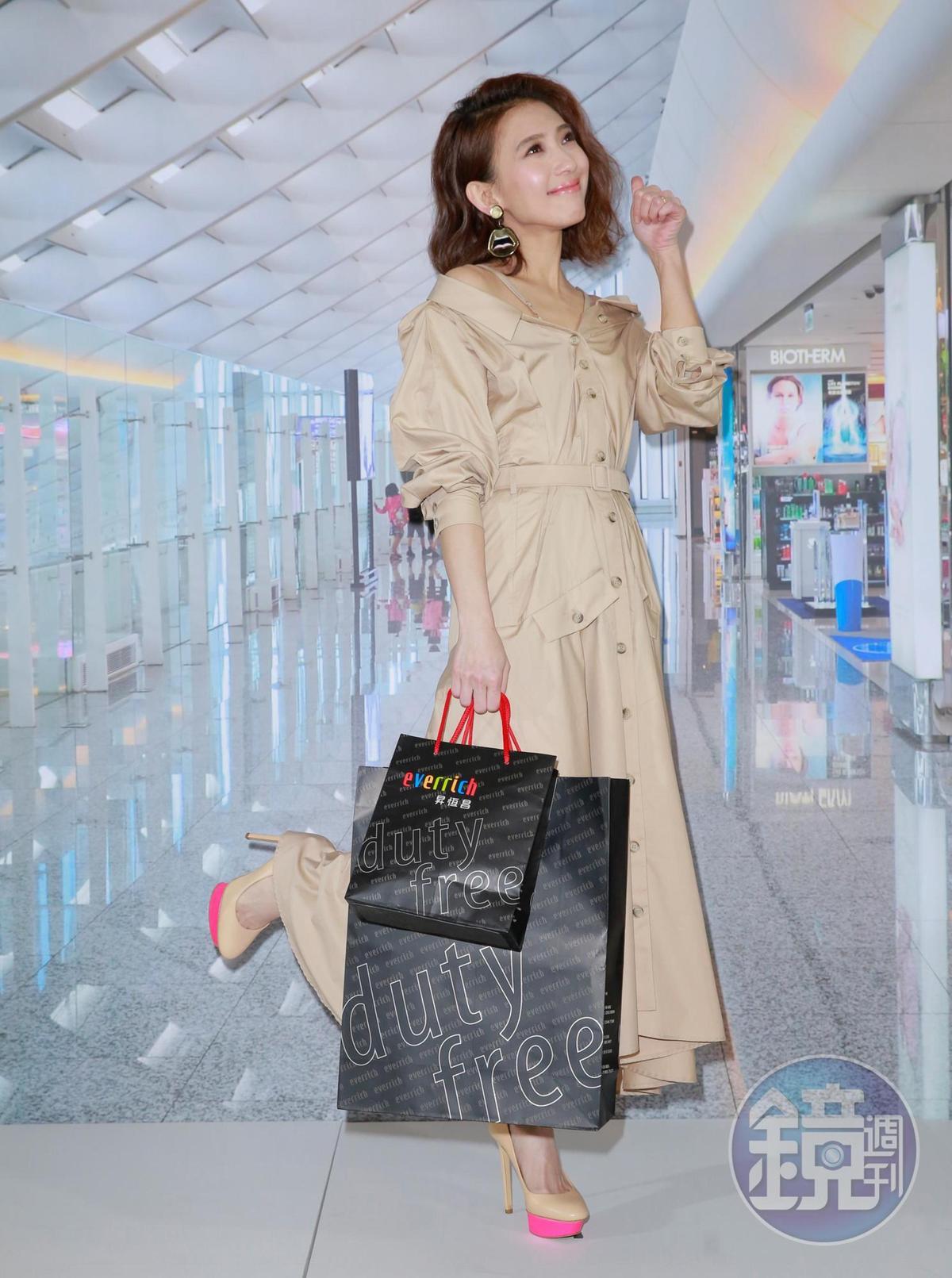 母親節將至,戴佩妮透露將跟老公及公婆、媽媽首次全家出國旅遊。