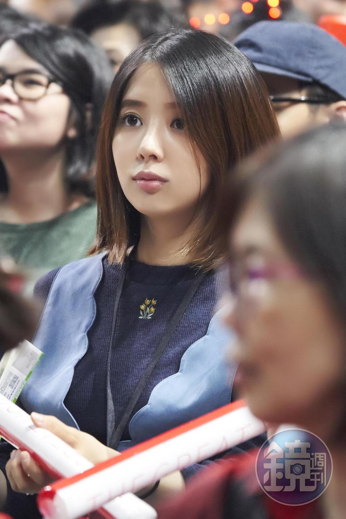 林宥嘉懷胎7月的老婆丁文琪坐台下力挺,臉形可見圓潤。(讀者提供)