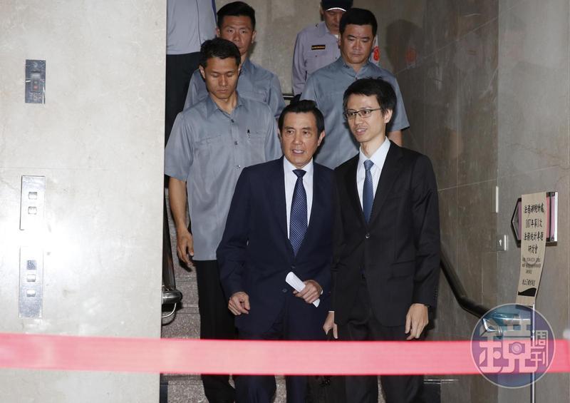 台大校友、前總統馬英九今受訪時批評教育部違法濫權、踐踏《大學法》,他感到非常痛心。