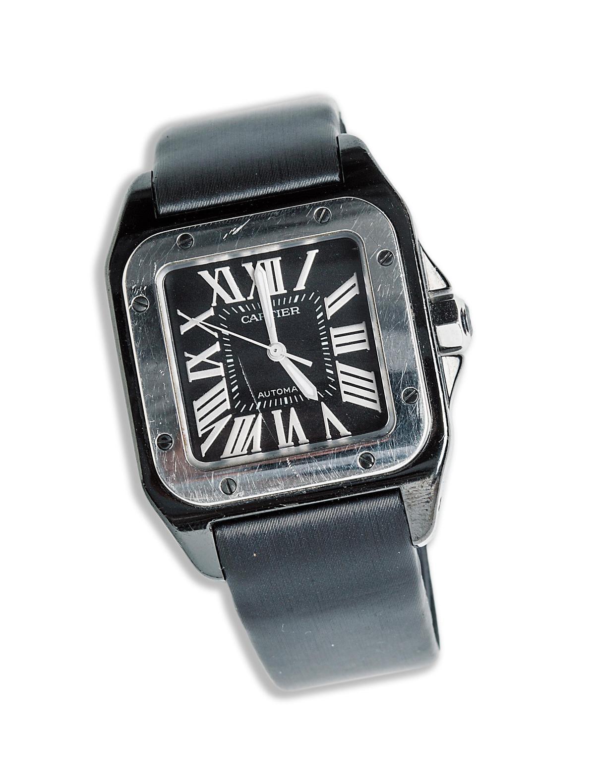 Cartier SANTOS手錶。約NT$200,000