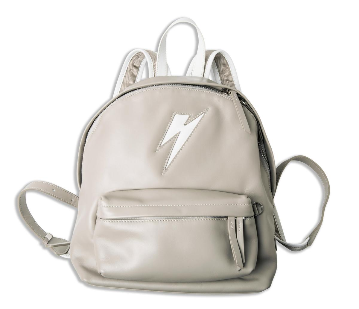 ZFASHIONASIA灰色後背包。NT$9,200