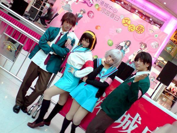 Neneko 扮演成涼宮春日,受邀前往2008 年舉辦的「香港台灣角川新港城の涼宮ハルヒ祭」擔任特別來賓。(Neneko 提供)