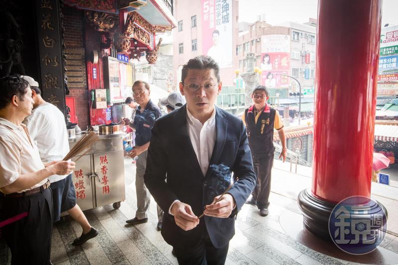林鴻南全面接班,近兩年開始替老爸林堉璘出席湧蓮寺活動。