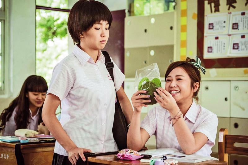 過去茵聲(右)曾因跟郭書瑤(中)合演《通靈少女》而嶄露頭角,也有一說她私下叫郭書瑤為「臭跩瑤」。(HBO Asia提供)