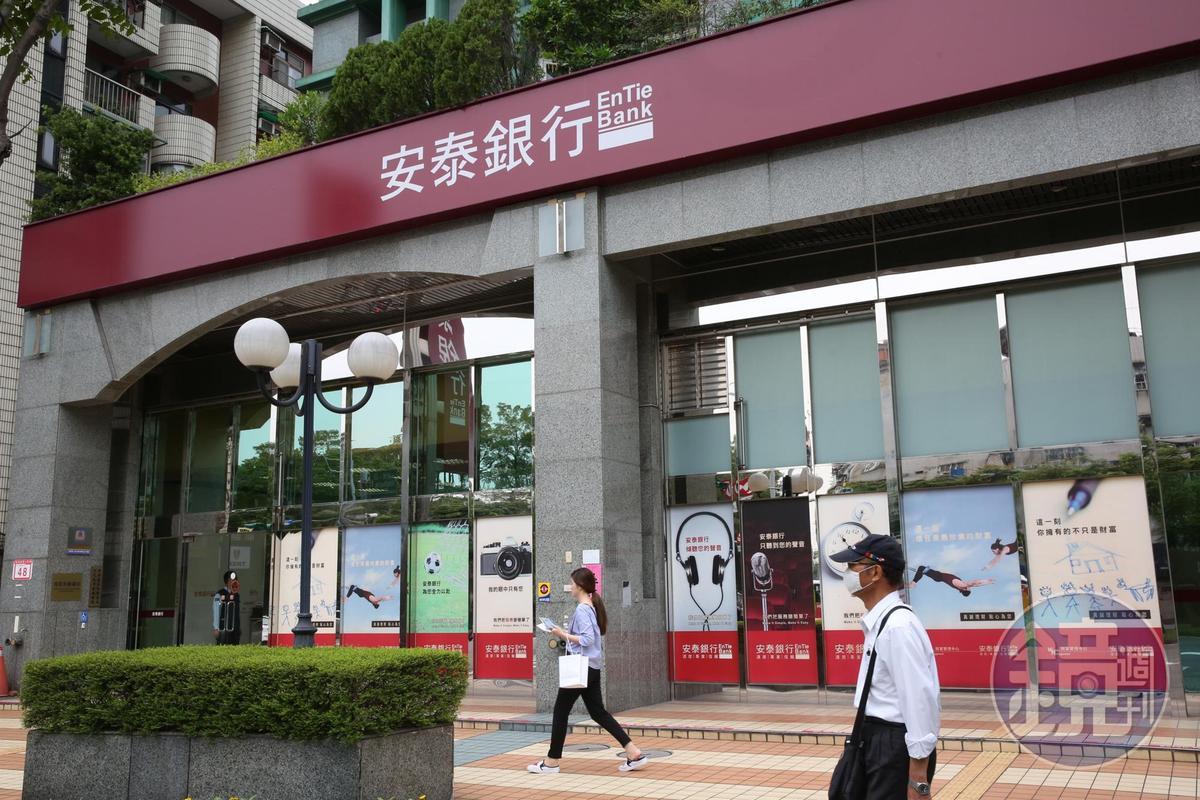 林堉璘家族透過至少30間投資公司,交叉持有旗下公開上市櫃的宏泰人壽、宏盛建設、群益證券和安泰銀行等公司。