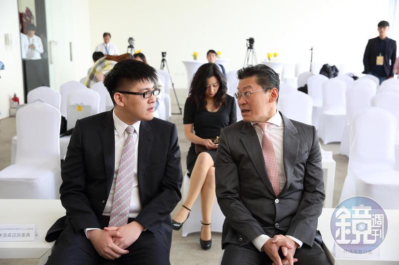 林堉璘原先規劃精打細算的林鴻南(右)掌金融,個性海派的林鴻森主建設,期許兩兄弟「兄弟同心、齊力斷金」。