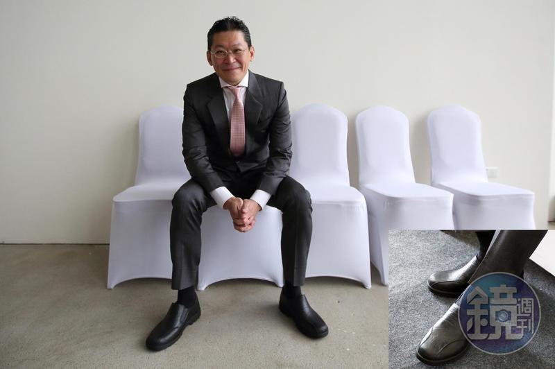身價千億的林鴻南為人節儉、生活簡單,出席記者會時,腳上的穿的黑色皮鞋竟只要170元。