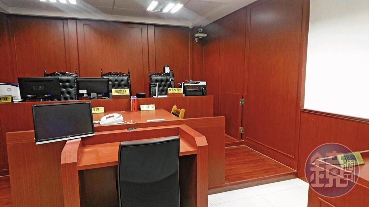 檢察官問訊時,筆錄除了透過電腦螢幕秀給馬英九等人看,也立即藉由天眼系統傳給偵辦團隊比對。