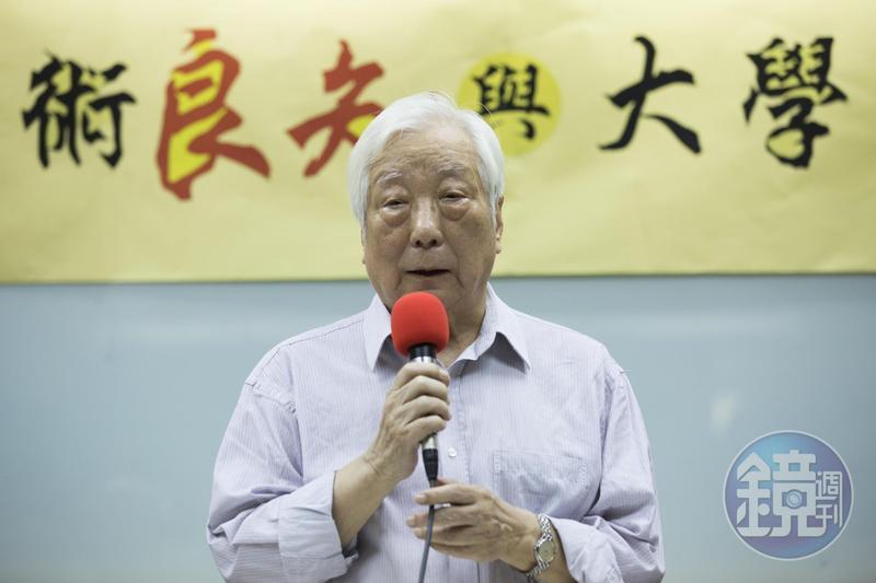 台大前校長孫震今天站出來批評政府執意拔管,缺少法律正當性,也缺少政治上的智慧。