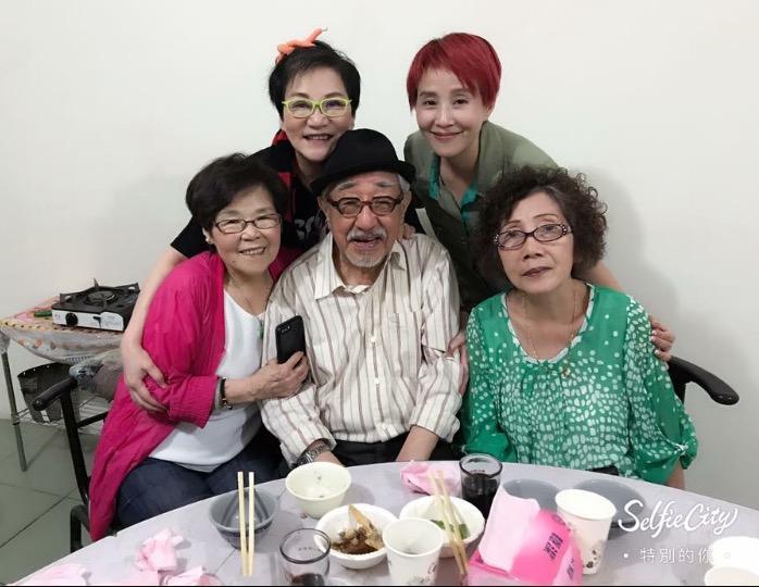 孫越和張小燕1976年主持《錦繡年華》後友誼更加深厚,至今超過40年。(翻攝李明依臉書)