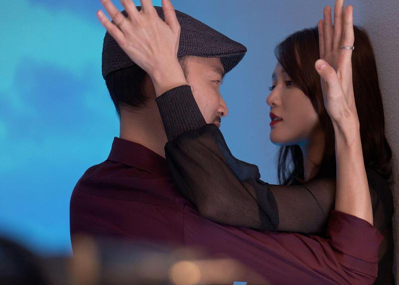 陳喬恩與張少懷在戲中有激情吻戲。(威視提供)