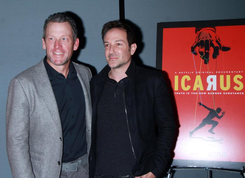 2018年1月6日,阿姆斯壯(左)出席紐約《伊卡洛斯》試映會,電影以俄羅斯運動員的禁藥風波為主題,並獲今年奧斯卡最佳紀錄片。(東方IC)
