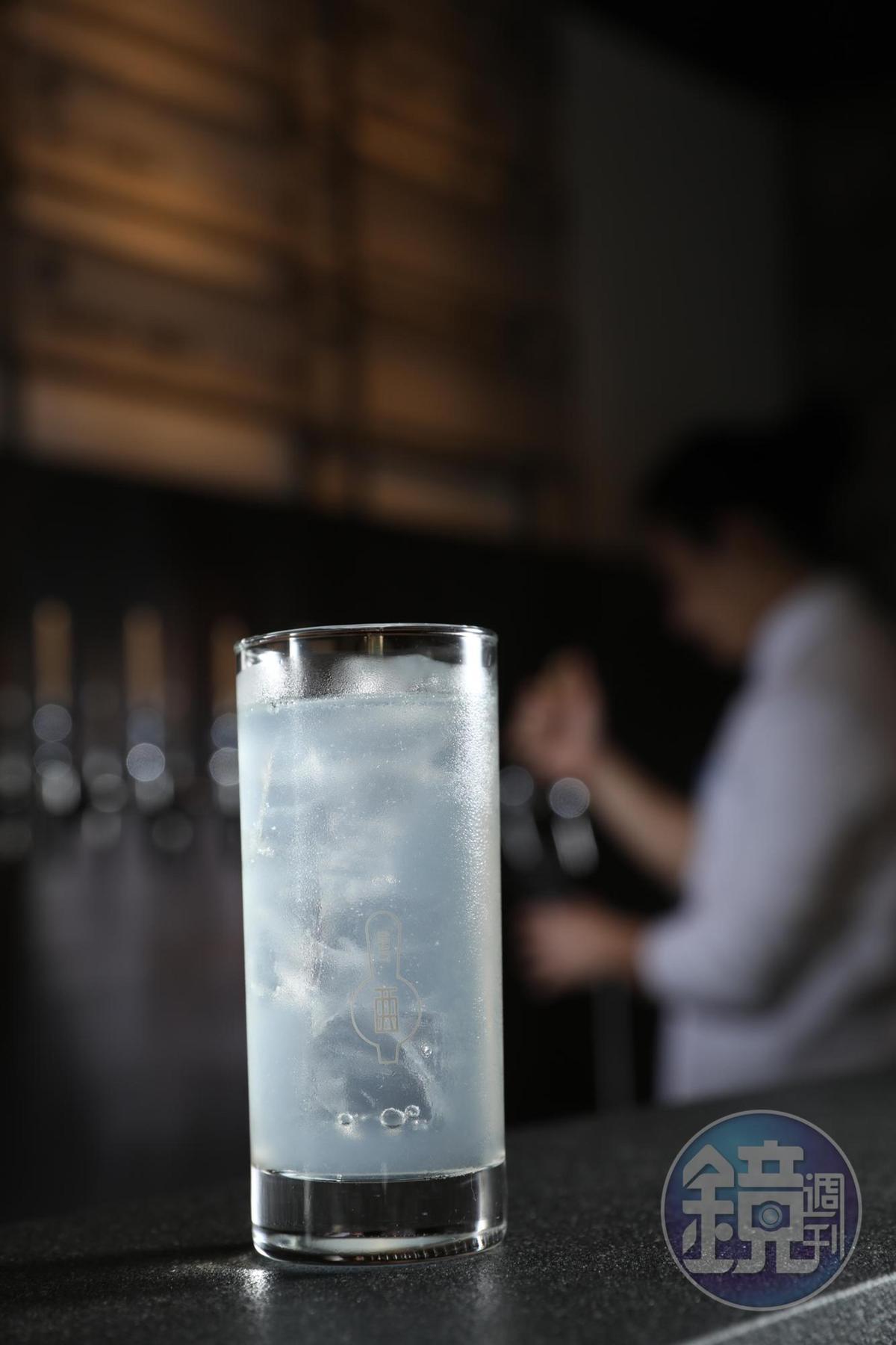 蒔蘿和Gin,是Angus最擅長的組合,清香的「Silver Fizz」因陳放,產生有如荔枝、土芒果的氣味,是第一波成功的汲取式雞尾酒。(200元/杯)
