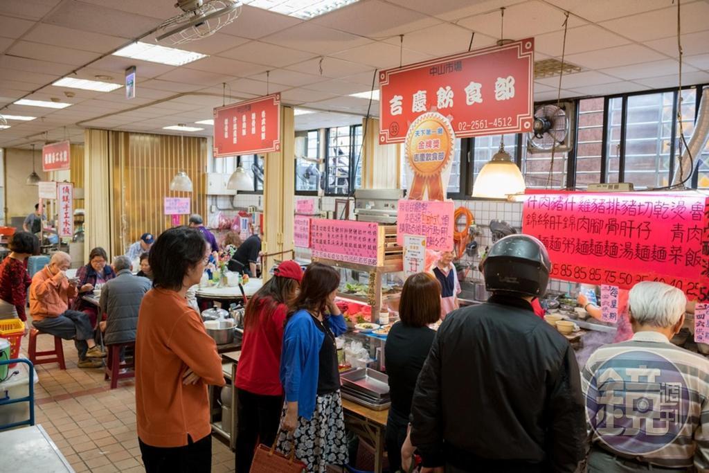 「吉慶飲食部」的料理深受婆媽和附近上班族喜愛。