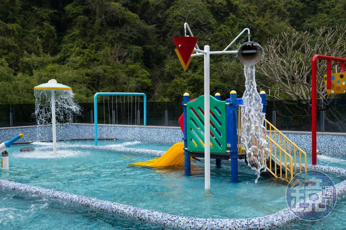 獨立的兒童區,很適合小朋友玩水。