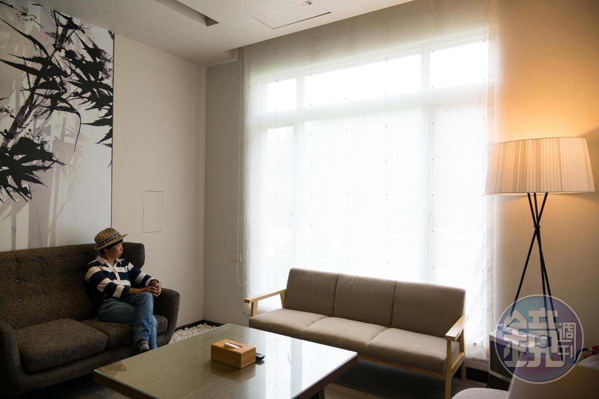 二間獨立的客廳,是朋友間談心的空間。