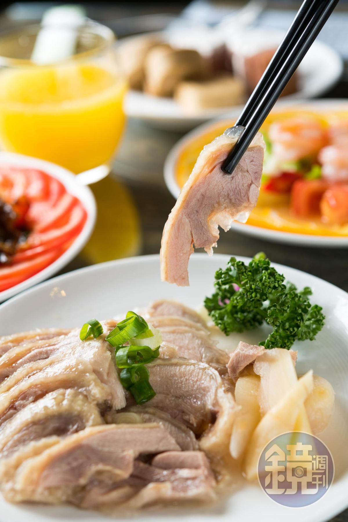 雙人套餐五菜一湯,以客家及台菜為主。(900元/2人份)