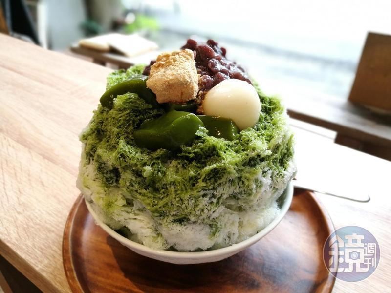 使用京都小山園抹茶粉與自製白玉丸子的「路過・老京都」刨冰。(140元/碗)