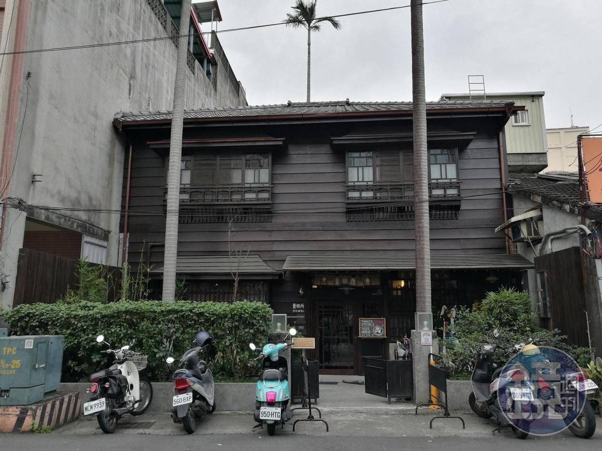 「小亀有kaki gori」正對面是日式老屋改建的咖啡館「賣捌所」。