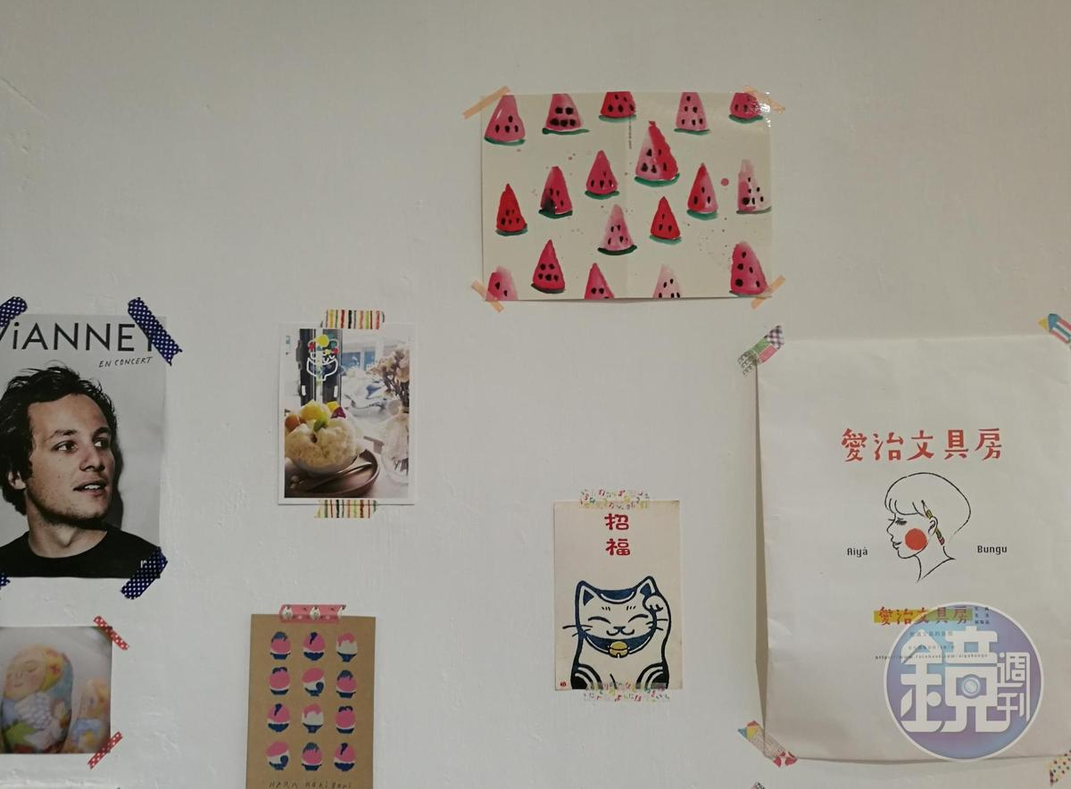 「小亀有kaki gori」牆上的可愛明信片。