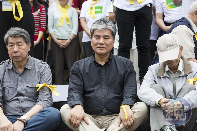 前內政部長、台大教授李鴻源現身支持新五四運動。