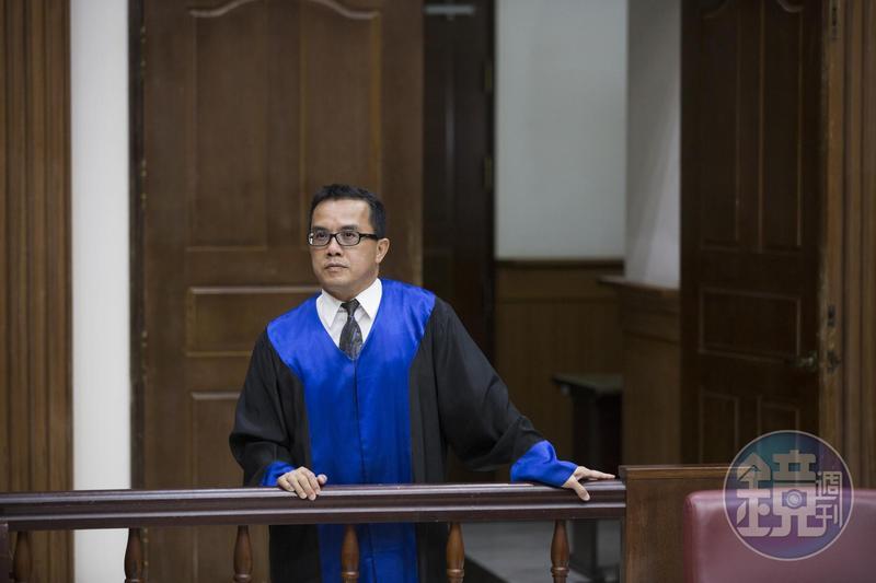 常有人諷刺判決書讀起來像天書,法官陳欽賢近年便嘗試撰寫淺顯易懂的判決。