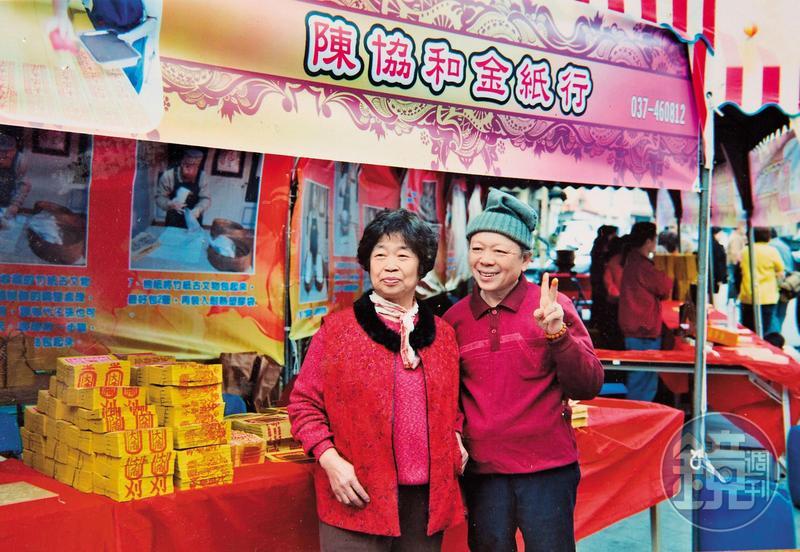 陳坤輝與太太接手家業30多年,太太卻在2個多月前因洗腎離世,他只能在工作中平撫傷痛。(陳坤輝提供)
