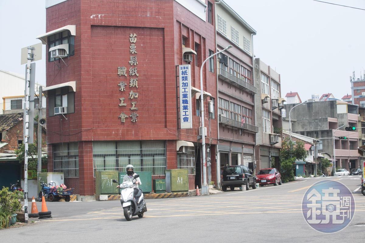從紙類加工業工會可看出,苗栗竹南鎮的金紙業曾盛行一時。