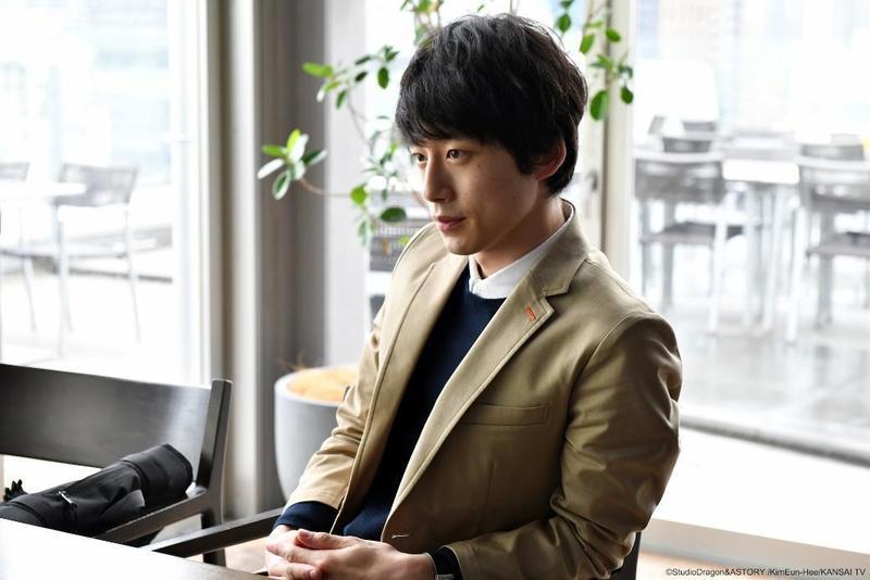今日訪台宣傳電影的坂口健太郎,在熱播的日劇《信號》中挑戰內心受創傷的罪犯側寫師,有極精彩的內心戲。(KKTV提供)