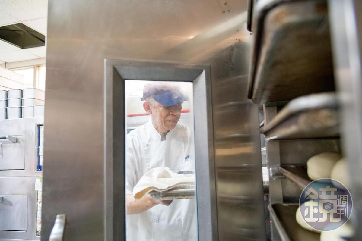 吳家麟退休後踏入烘焙廚房,以火頭工自稱。
