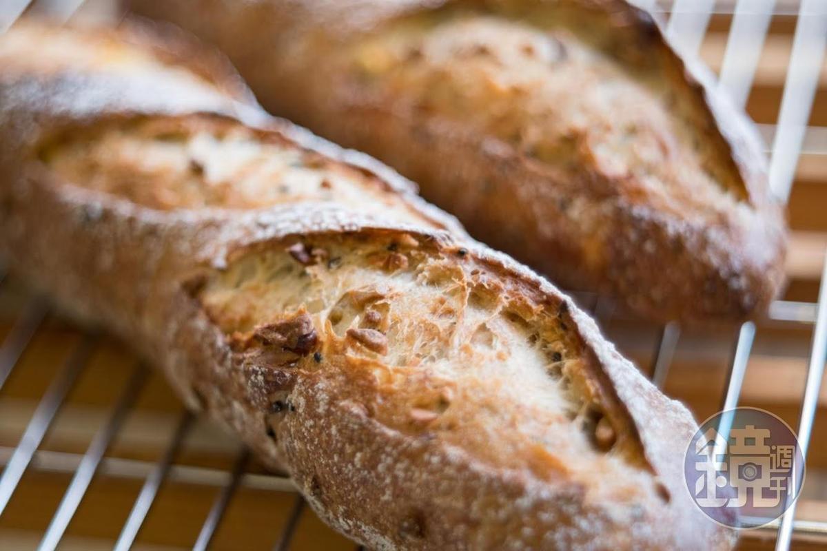 阿段的法國長棍麵包口感忠於原味,非常受到旅歐客人歡迎。