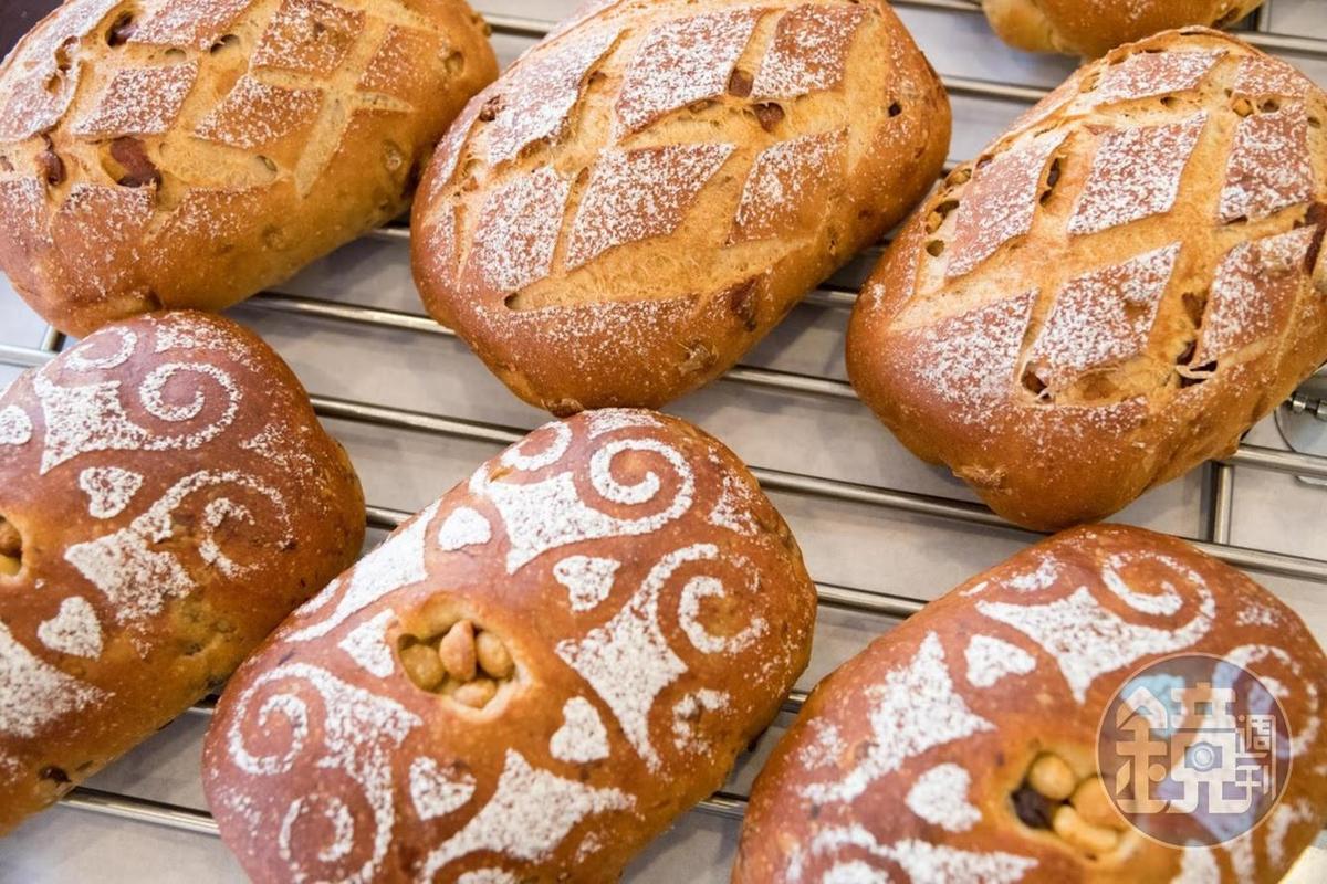 店裡大多數都是歐式麵包。