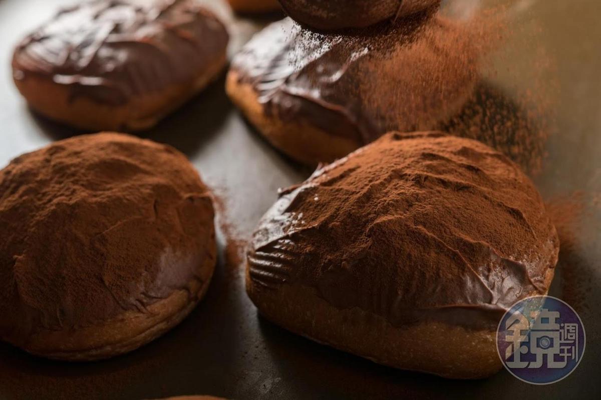 「可可包」不用時下髒髒包流行的可頌,而用甜麵團減少油膩。